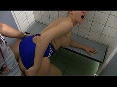 Video Iara novinha 22 anos fodendo no vestiário com porteiro