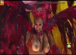 Valesca Popozuda famosa brasileira com peitos de fora no Carnaval