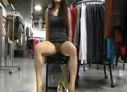Video esposa exibicionista mostrou pepeca para funcionaria da loja