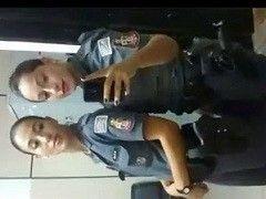 Video Natasha policial do Rio de Janeiro caiu na net gozando de verdade