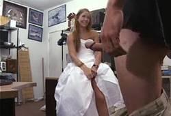 Noiva delicia traindo corno por dinheiro com vendendo