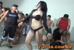 Balada com sacanagem com mulheres brasileiras. Só gostosas