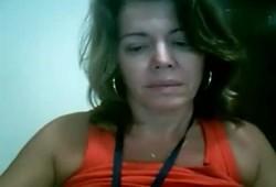 Coroa gostosa tocando siririca na webcam e parou no xvidoes