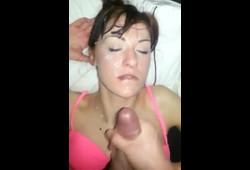 hora de tomar banho uma bela gozada na cara da mulher