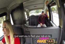 passageiro recebeu boa foda dentro do táxi com loira peituda