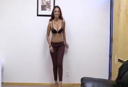 porno mostrou buceta na entrevista de emprego para ser contratada