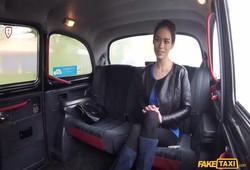 russa peluda das tetas naturas fez boquete no taxista