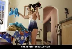 novinha babá acompanhante fodendo com cliente em casa