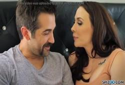 Pornô Grátis comendo morena e gozando nela