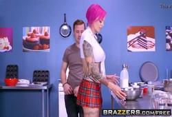 tatuada peituda metendo com marmanjo tarado na cozinha