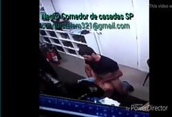 caiu na net segurança feminina dando a buceta no local de trabalho